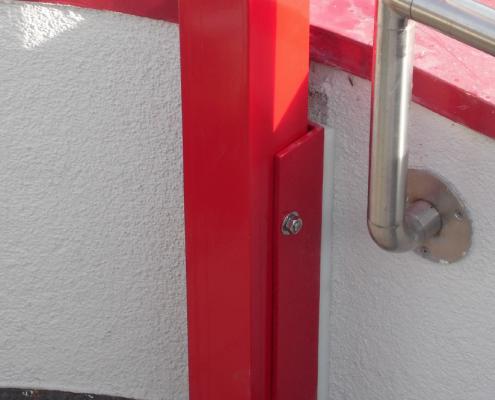 Montageschuh Lamellendach an Brüstungsmauer