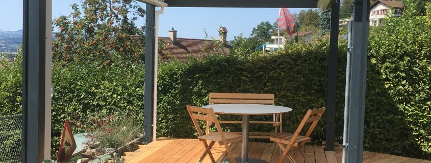 Gartensitzplatz mit Lamellendach