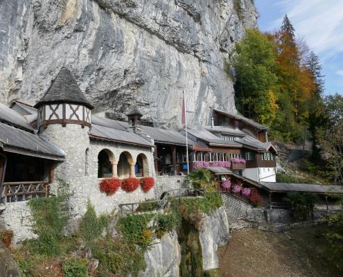 Gebäude der Beatushöhlen